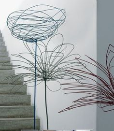It actually inspired me to do my own wire flowers at home :) VT Méchant Design: Antonino's house in Milano Wire Crafts, Metal Crafts, Wire Art Sculpture, Wire Sculptures, Abstract Sculpture, Bronze Sculpture, Garden Sculpture, Sculptures Sur Fil, Wire Flowers