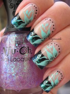 Nail art Gradient flakie with flower