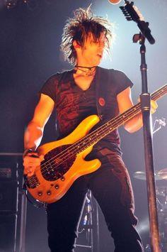 Shinedown Eric Bass