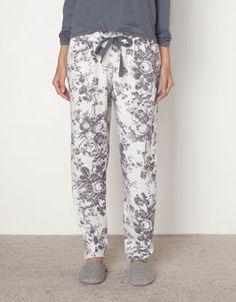 Pijama presentable para cuando tengamos visita del Oysho. Parte 1: Pantalón estampado floral.