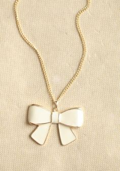 Mademoiselle Bow Necklace Add a finishing touch to any outfit with this charming gold-toned necklace featuring a darling bow pendant with cream Cute Jewelry, Jewelry Box, Vintage Jewelry, Other Accessories, Jewelry Accessories, Bow Necklace, Simple Necklace, Little Bow, Looks Vintage