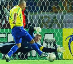 Ronaldo beats Oliver Kahn to the ball to win the World Cup for Brazil