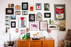 Idéias Criativas nesse Apartamento Pequeno, decorado com acessórios antigos e coloridos