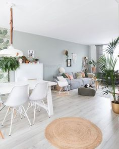 Livingroom with green and plants @keeelly91 Www.keeelly91blog.eu