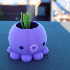 Super cute octopus planter. We offer 3 different sizes. If you need a specific size, please send us a customize order request. We can also customize