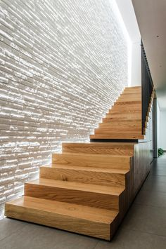 DesignRulz - Best recommendations for architecture, product design, interior and outdoor design Stair Lighting, Interior Lighting, Design Exterior, Interior And Exterior, Architecture Design, Stairs To Heaven, Balustrades, Modern Stairs, Interior Stairs