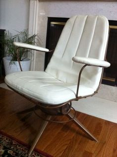 Philadelphia: Vintage chair $175 - http://furnishlyst.com/listings/400478