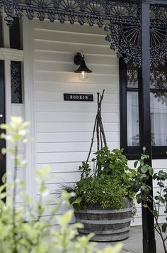 trendy ideas for house exterior ideas australia verandas - Modern House Exterior, Weatherboard House, House Paint Exterior, Country House, Exterior Signage, Cottage Exterior, Colour Schemes, Exterior Lighting, Exterior House Colors