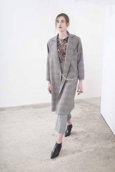 Sharon Wauchob Fall 2016 Ready-to-Wear Fashion Show http://www.theclosetfeminist.ca/ http://www.vogue.com/fashion-shows/fall-2016-ready-to-wear/sharon-wauchob/slideshow/collection#11