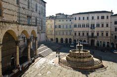 Fontana Maggiore - Piazza IV Novembre - Perugia - Umbria #piazzeditalia #Italy_Travel  Visit: www.Italy.travel #IlikeItaly #Perugia  #Umbria #Italia #Italy Via @Cantforgetitaly Photo by: Gianfranco Maiullari