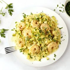 Spaghetti met scampi in curry-roomsaus Scampi Curry, Food N, Food And Drink, Healthy Pastas, Healthy Recipes, Curry Pasta, Cooking For Dummies, Fish Dishes, Everyday Food