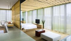Amazing and Fantastic Minimalist Home Design with Bamboo Wall Decor, Bamboo Ceiling, Master Bed, Home Office Chair, and White Coffee Table Estilo Interior, Best Street Style, Minimal Bedroom, Big Bedrooms, Hotel Bedrooms, Bedroom Pictures, Japanese Interior, Luxury Home Decor, Arquitetura