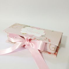 Caixa personalizada com charuto de chocolate para lembrancinha de maternidade.    Charuto pode ser embalado em crepom marrom ou com o mesmo tecido da caixinha    Pode ser personalizada de acordo com sua preferência. R$ 22,00