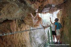 No muy lejos de Albarracín hay esta el imponente Cañón de los Arcos junto a un río de aguas cristalinas. Es una ruta de senderismo fácil y recomendada.