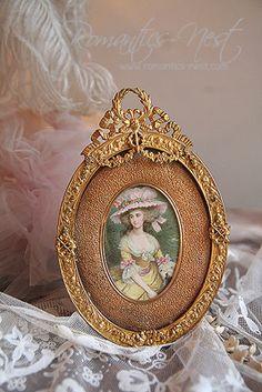 Vintage Photo Album, Vintage Photo Frames, Romantic Shabby Chic, Shabby Chic Frames, Foto Frame, Victorian Frame, Antique French Furniture, Homemade Home Decor, Miniature Portraits