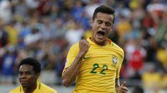 Celebración. El atacante de la selección brasileña festeja uno de sus tres goles frente a los haitianos. (Luis Tejido / Efe)