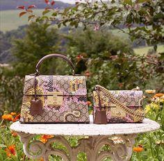 """Se você ama a tradicional estampa GG da @Gucci mas acha que já tem peças suficientes talvez seja a hora de mudar de ideia. Acabam de chegar às lojas da marca do Brasil os acessórios com a estampa """"Gucci Bengal"""" que homenageia o Tigre de Bengala. A print faz parte da linha """"Gucci Garden"""" lançada pelo diretor criativo da marca Alessandro Michele  via MARIE CLAIRE BRASIL MAGAZINE OFFICIAL INSTAGRAM - Celebrity  Fashion  Haute Couture  Advertising  Culture  Beauty  Editorial Photography…"""