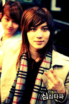Even though Taemin has a pretty face, he actually looks pretty manly, especially in Maxstep <3
