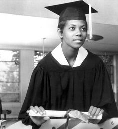 Athletes at Graduation Wilma Rudolph Tennessee A&I State University, 1963 Women In History, Black History, Wilma Rudolph, Robert Jr, Tennessee State University, American Athletes, Super Images, African American Culture, Vintage Soul