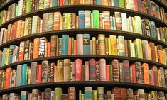 La lettura,attraverso il contatto fisico con la pagina, rappresenta un'ancora di salvezza tanto da essere usata anche a scopo terapeutico: la biblioterapia,