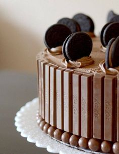 Oreo and kit kat cake...looks so sweet and I would love to try it...
