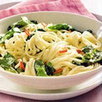 Συνταγή για μακαρόνια με σπανάκι νηστίσιμα. Γευστική μακαρονάδα σπανάκι με λίγες θερμίδες, ιδανική και για νηστεία. Spaghetti, Food And Drink, Ethnic Recipes, Noodle
