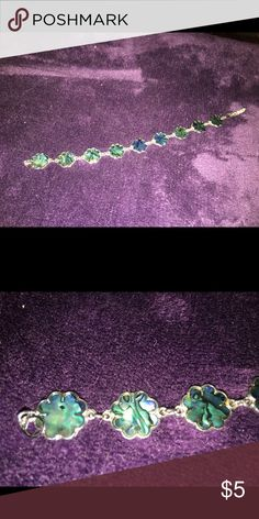 Little blue-ish marbly colored flower anklet Little blue marbly colored flower shapes on this costume jewelry anklet! Jewelry