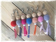 Gelukspoppetje Patroon Crochet Santa, Crochet Gifts, Diy Crochet, Knifty Knitter, Knitting, Diy And Crafts, Crafts For Kids, Little Presents, Crochet Keychain