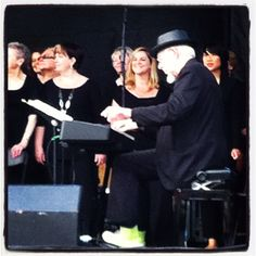 Bill Sample in concert with the Marcus Mosely Chorale.