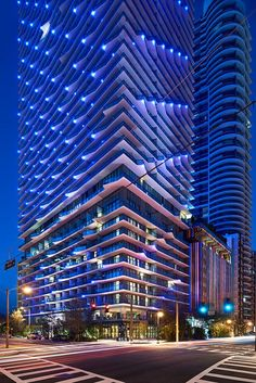 The Arquitectonica-designed SLS Brickell in Miami is the latest venture from mega-hotelier SBE (lead by Sam Nazarian) and top residential developers The Related Group (headed up by Jorge Pérez), in collaboration with creative partners Philippe Starck a. Miami Architecture, Facade Architecture, Facade Lighting, Exterior Lighting, Restaurant Hotel, Brickell Miami, Architectural Lighting Design, Downtown Miami, Building Facade