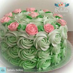 Banana and pecan cake - HQ Recipes Cake Icing, Buttercream Cake, Cupcake Cakes, Bolo Floral, Floral Cake, Pretty Cakes, Cute Cakes, Super Torte, Rosette Cake