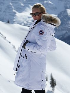 canada goose KENSINGTON Parka Canada Goose - Winter essential for ppl who care more about fashion than animals. Kensington Parka, Fashion Bags, Fashion Trends, Ski Fashion, Street Fashion, Winter Fashion, Womens Fashion, Kinds Of Shoes, Great Movies