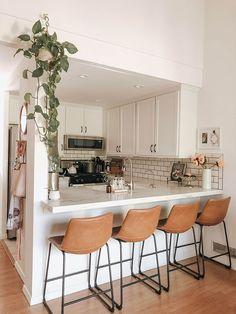 Home Decor Kitchen, Kitchen Interior, Home Kitchens, Apartment Kitchen Decorating, Cute Apartment Decor, Kitchen Ideas, Apartments Decorating, Condo Decorating, Small Space Decorating