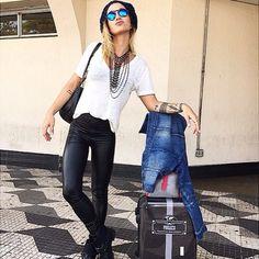 A Musa fitness Gabriela Pugliesi viajou hj usando uma legguing cirre!!! Vc já comprou a sua?? Cole lá na loja, ainda temos no tamanho P e M!! Legging Cirre ❤️ R$ 79,00  http://www.theblendshop.com.br/Legging-Cirre#.VWY0HYm9LCQ