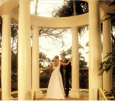 Let the Aloha spirit turn your vow ceremony into a magical moment at Westin Maui Resort & Spa.