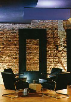 Best Bar Lounge Restaurant Landtag Die Sessel sind von Eames der Beistelltisch von