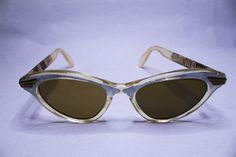 Cateye  white pearly and transparent 69CHF
