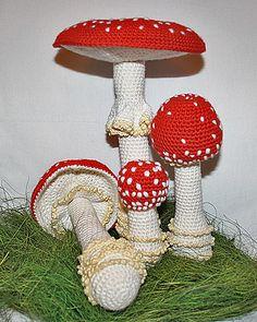 Ravelry: Mushroom - Toadstool (Fly Agaric) pattern by CAROcreated design Crochet Tree, Crochet Fruit, Crochet Food, Diy Crochet, Crochet Flowers, Crochet Christmas Ornaments, Christmas Crochet Patterns, Crochet Patterns Amigurumi, Champignon Crochet