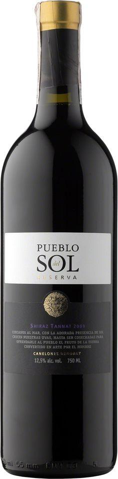 Pueblo del Sol Reserva Shiraz Tannat Wino mocno owocowe, dobrze zbudowane o sprężystej lecz nie twardej taninie. Budowa krągła z atrakcyjnym smakiem delikatnej konfitury. Idealne do potraw, gdyż zawiera mało alkoholu. #PuebloDelSol #Reserva #Shiraz #Tannat #Urugwaj #Canelones #Wino #Winezja