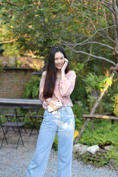 ร้านกาแฟในสวน นิยายคาเฟ่ ที่สุดในตลิ่งชัน Bell Bottoms, Bell Bottom Jeans, Model, Pants, Fashion, Trouser Pants, Moda, Fashion Styles
