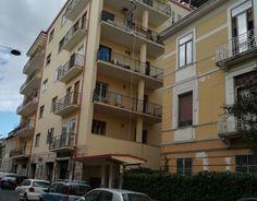 CASA IN di Raffaela Toraldo sas VENDE - APPARTAMENTO  CATANZARO via Veneto, in fabbricato signorile di recente ristrutturazione, vendesi appartamento mq 150 al Primo Piano composto da ampio ingresso, salone doppio, cucina/soggiorno, 2 camere da letto, 2 bagni, ripostiglio.  Ampie balconate.  Luminoso.   #PolePosition #PolePositionCZ #PolePositionCatanzaro #annunci #Catanzaro #Calabria #giornale #giornaleannunci #giornaleannunciCatanzaro #giornaleannunciCalabria #annunciCatanzaro…