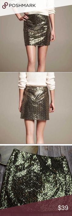 """‼️ Banana Republic Sequin Skirt Size 16 Gently used. No flaws. Green gold sequins. Length 19"""", waist 18.5"""". Banana Republic Skirts"""