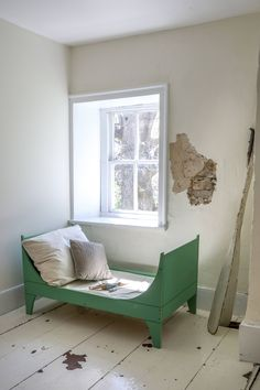 Deborah designed a small green daybed for her daughter when she was young; it now serves as a reading nook.