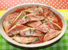 Fillets of red mullet on a bed of tomatoes Produits pour Poissons Red Mullet, Dinner Salads, 20 Min, Christmas Desserts, Fish And Seafood, Chicken Salad, No Cook Meals, Food Inspiration, Curry