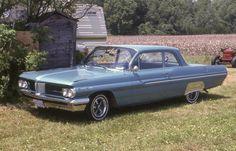 1962 Pontiac Strato Chief 2 door / Canadian