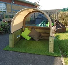 This would be a great addition to the outdoor play space!! I'm going to make one!!!