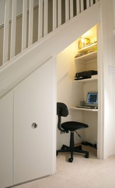 under stairs storage with study nook or home office. Storage under stairs can hold crafts supplies. Space Saving Staircase, Staircase Storage, Staircase Design, Staircase Ideas, Modern Staircase, Office Under Stairs, Space Under Stairs, Mini Office, Small Office
