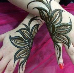 You've got an ocean of henna designs before you, and you can grab your most favorite one. Though it is a small body part, a henna on it looks simple yet elegant. Among all wrist tattoos, henna flower are believed to be the most well-known ones. Henna Flower Designs, Mehndi Design Photos, Unique Mehndi Designs, Flower Henna, Mehndi Designs For Fingers, Beautiful Henna Designs, Henna Tattoo Designs, Henna Tattoos, Mehandi Designs