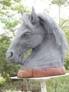 Derek Kinzett's sculptures made out of old chicken wire - horse head