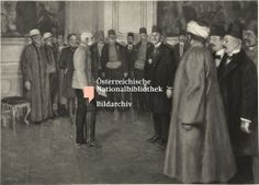 Franz Joseph I., Kaiser von Österreich Beschreibung Der Kaiser empfängt im großen Vorsaal zum Audienzzimmer der Hofburg eine bosnisch-herzogowinische Deputation, anlässlich der Annektion. 09.11.1908